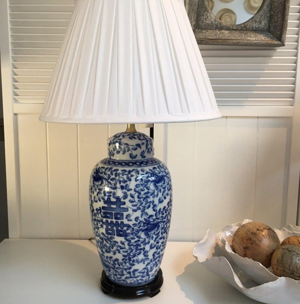 Kinesisk lampfot i blå och vit porslin