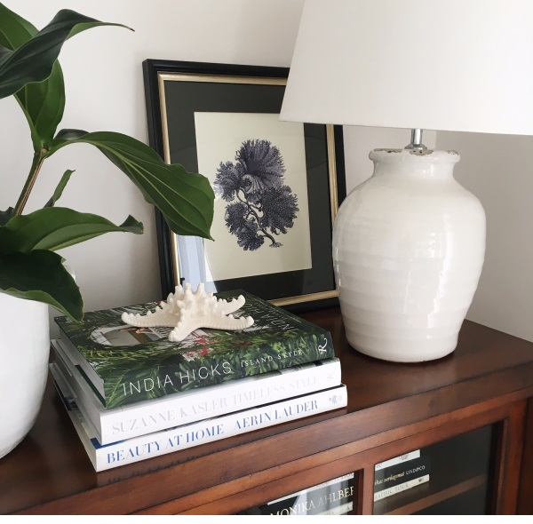 Lampfot Puro i vit keramik med rustik look.
